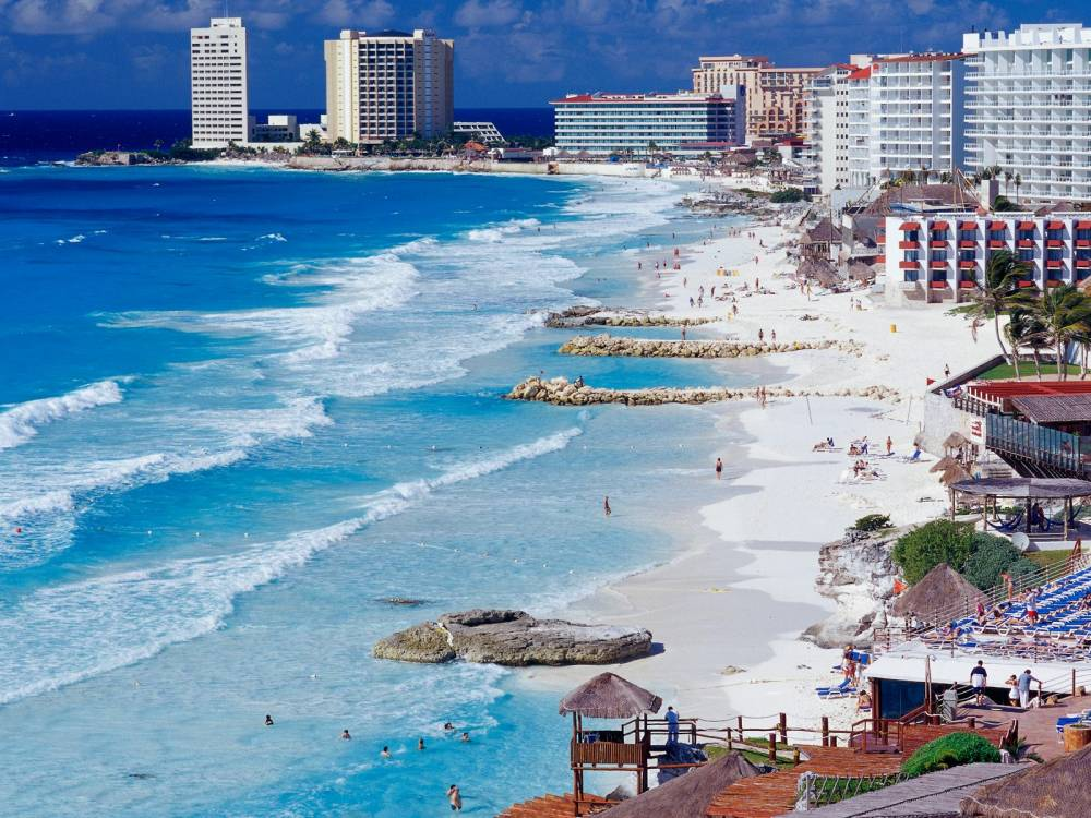 Cancun_Shoreline,_Mexico