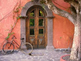 Doorway_and_Bicycle,_Loreto,_Mexico
